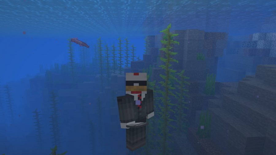 An axolotl in the Minecraft beta Java version swimming in the sea.